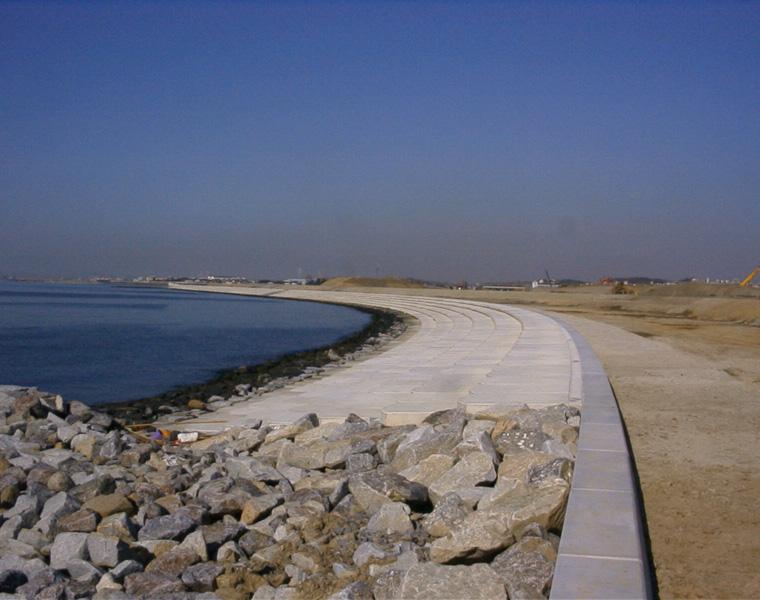臨海用地造成事業対岸部護岸上部築造工事