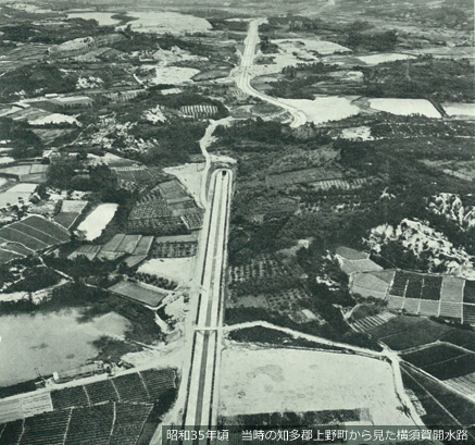昭和35年頃 当時の知多郡上野町から見た横須賀開水路